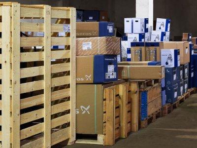 Предстоит много работы, но каждая из этих коробок вскоре обретет предназначенное ей место
